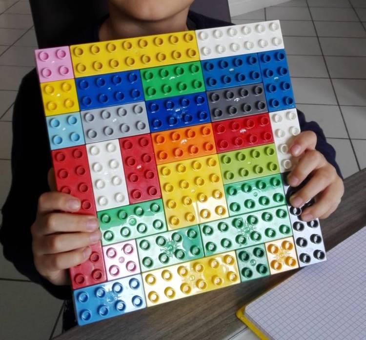 Un quadrato con tanti mattoncini (Diego)